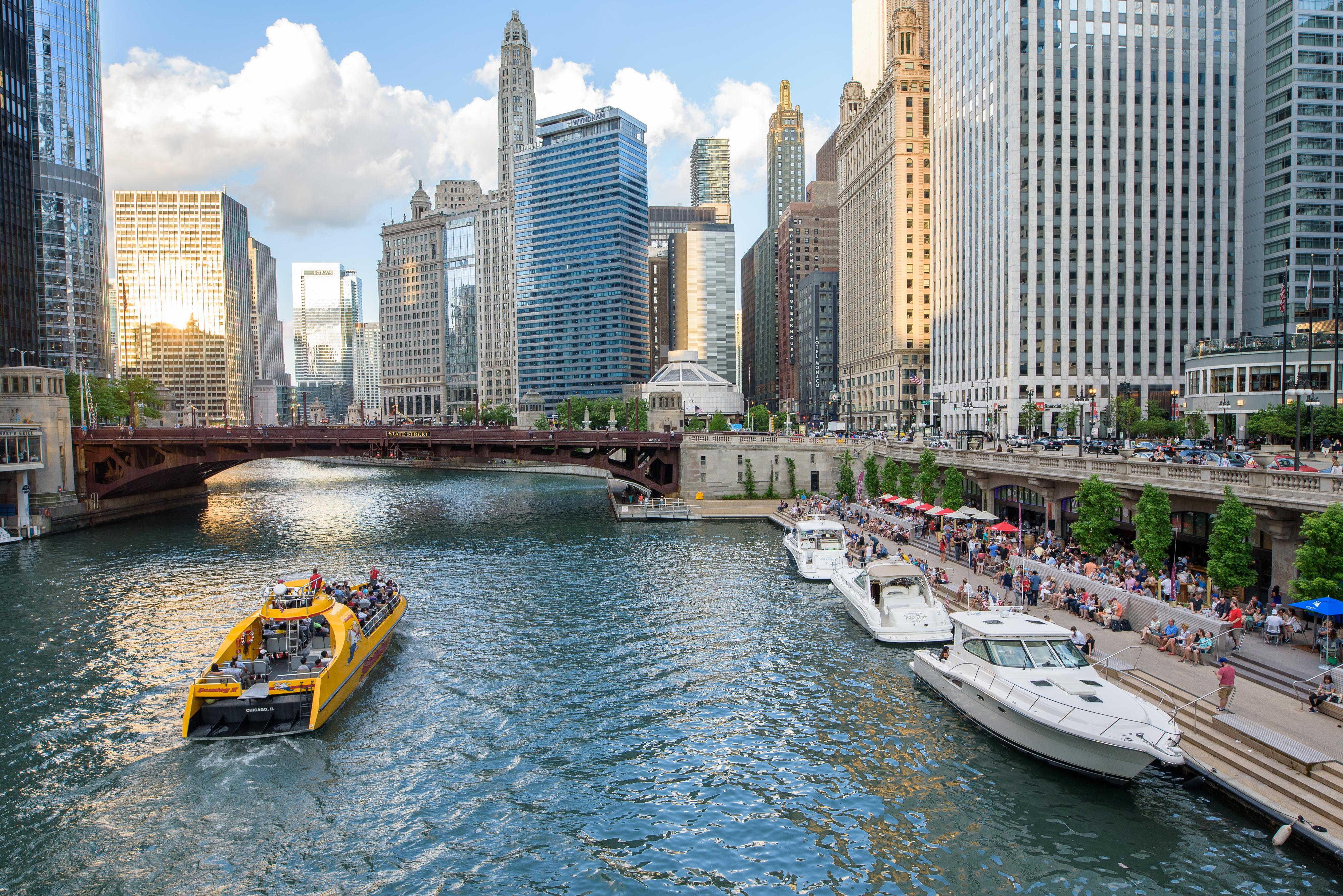 photos_chicago_il_Chicago_Riverwalk_by_R
