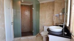 Junior Suite Bathroom (2)