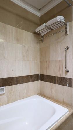 Suite Bath Room (2)