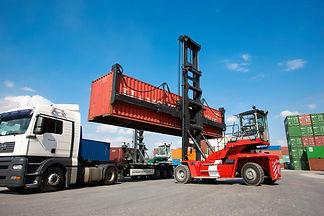 maquinas-movimentacao-containers-01.jpg