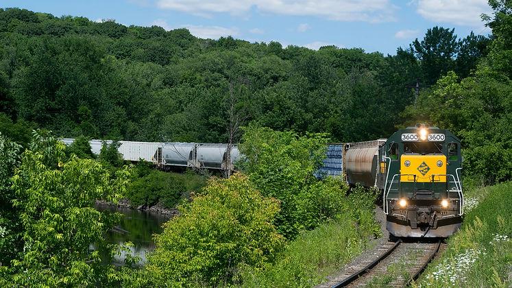 USA_Trains_Railroads_Forests_Locomotive_
