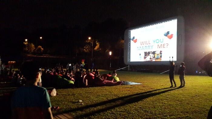 Cute proposal idea in movie theatre.