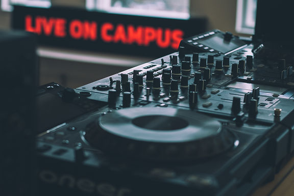 Advantages of a Hardware-Free Location Solutions for Large Campuses