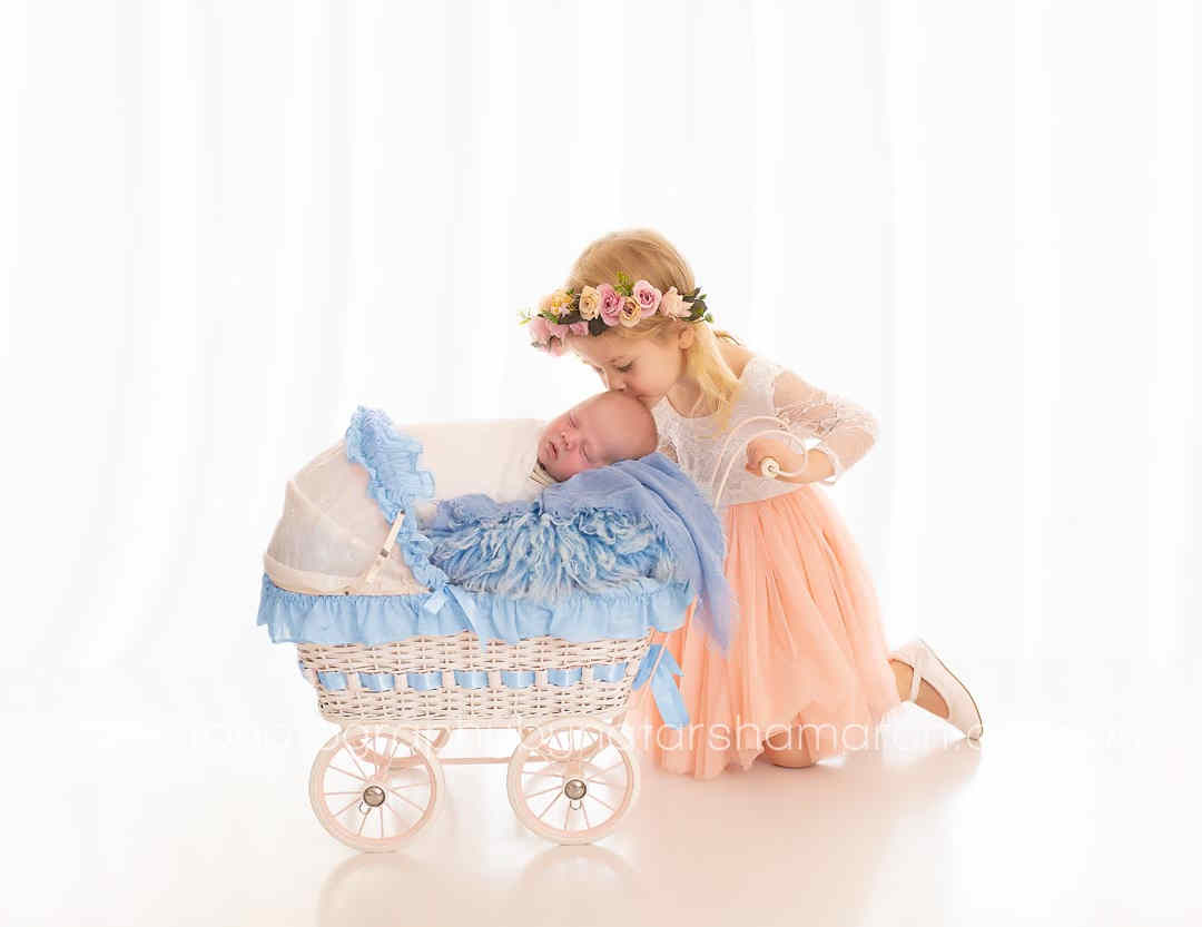 newborn-photographer-brisbane-kiss