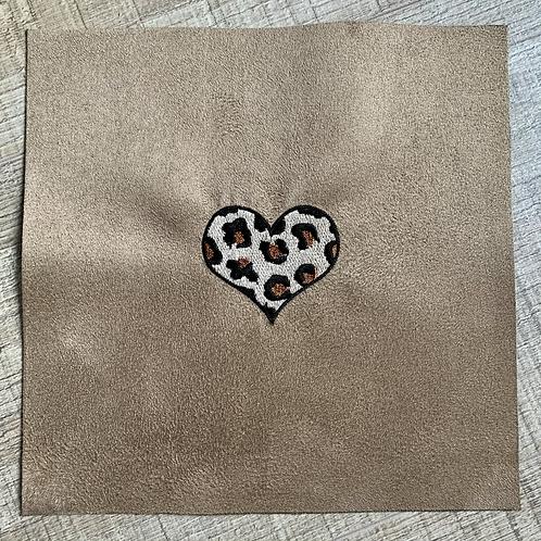 Coupon brodé ~ Cœur léopard