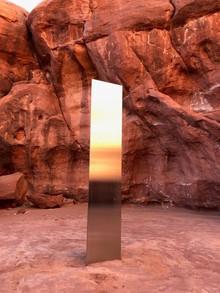 Таинственный монолит, обнаруженный в пустыне Юты, исчез