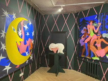 В галерее Lazy Mike открылась выставка «Курортный роман»