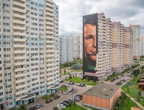 Это надо видеть: в Одинцове появилось огромное граффити с Гагариным
