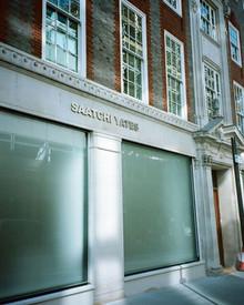 По стопам отца: дочь Чарльза Саатчи открывает в Лондоне свою галерею