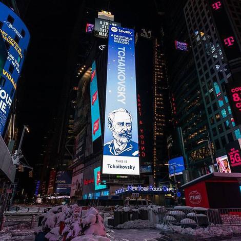 Spotify разместил Петра Чайковского на билборде на Таймс-сквер