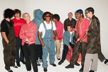 Погружение в streetwear: как толстовки с принтами попали на подиум