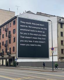 Valentino запустили стрит-арт-проект с мотивирующими цитатами