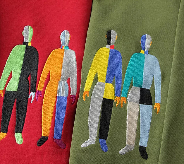 Свитшот с вышивкой «Спортсмены»