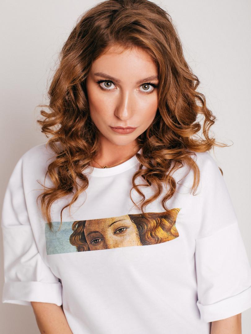 Оверсайз футболка VENUS Model: Полина Photo: Анна Дикарева Make up: Александра Силиверстова Hair: Лера Целебровская