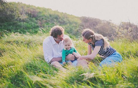 parents et enfnat dans pré.jpg