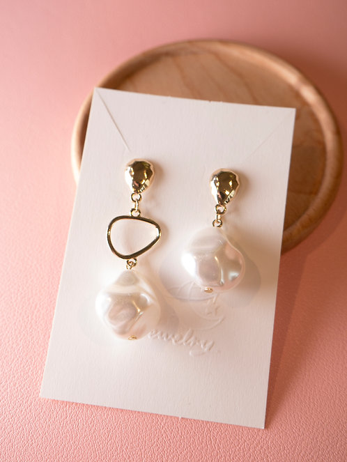 The Asymmetry Pearl Earrings