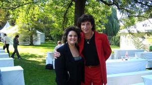 Raffaella mit Flipper-Sänger Olaf im Studiogarten des SWR