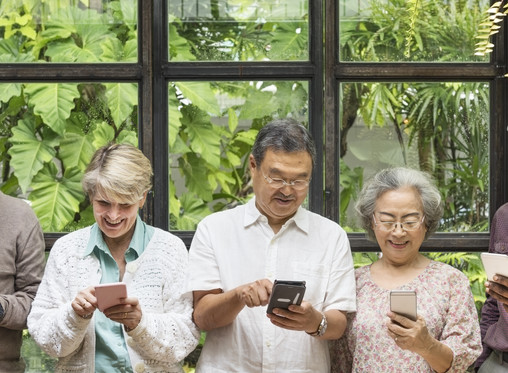 Tech Gadgets That Can Help Seniors and Grandparents Age in Place