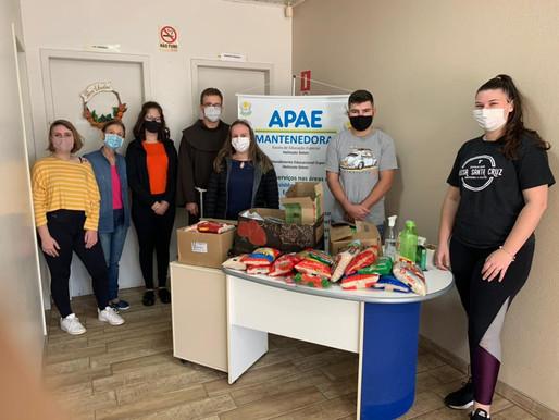 Juventude de Horizontina realiza doação de alimentos para APAE
