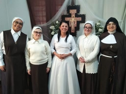 Irmã Maria Catarina ingressa no noviciado das Irmãs Clarissas em Porto Alegre