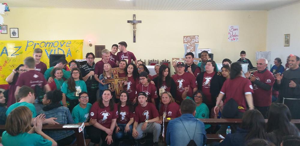 Momento em que Rio Grande passou o símbolo das Missões para a delegação de Taquari e Tabaí