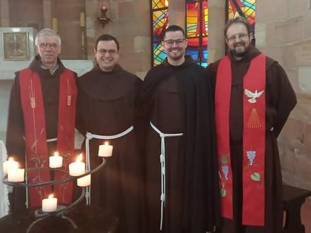 Frei Luiz Eduardo e Frei Uellinton Valentin renovaram os votos na Solenidade de Pentecostes