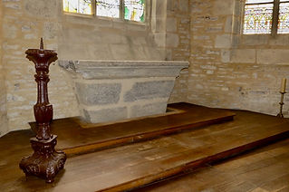 Découverte sous le maître-autel