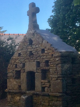L'ossuaire et son nouveau toit
