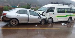 Choque frontal de un automóvil y un minivan en la vía Cusco – Urcos deja un fallecido y 7 heridos