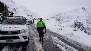 Tormentas de nieve bloquean vías y causan accidentes en Cusco