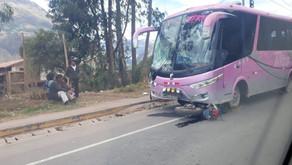 Accidente de transito en Andahuaylillas hombre falleció tras choque entre moto y bus