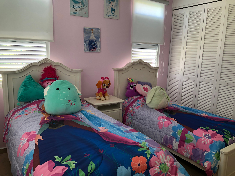 Disney bedroom set.JPG