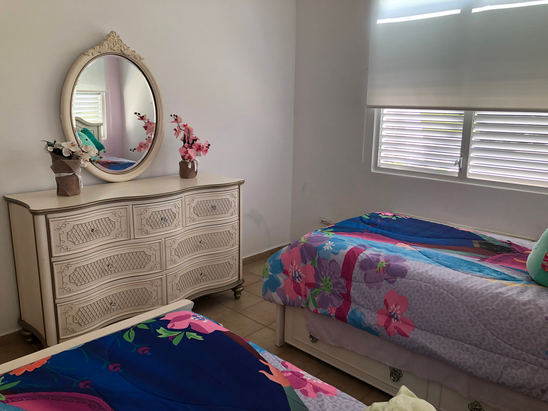 2 twins Disney bedroom set with dresser