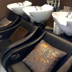 Zona relax lavatesta poltrone con massaggio alla schiena #madeinitaly #parrucchieri #costasmeralda #