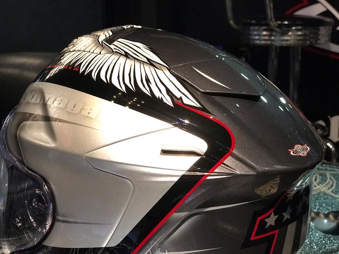 CVOのカラーリングで仕上げたヘルメット