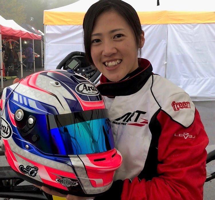 F3レーサー 三浦愛ちゃんとのオリジナルペイントヘルメット