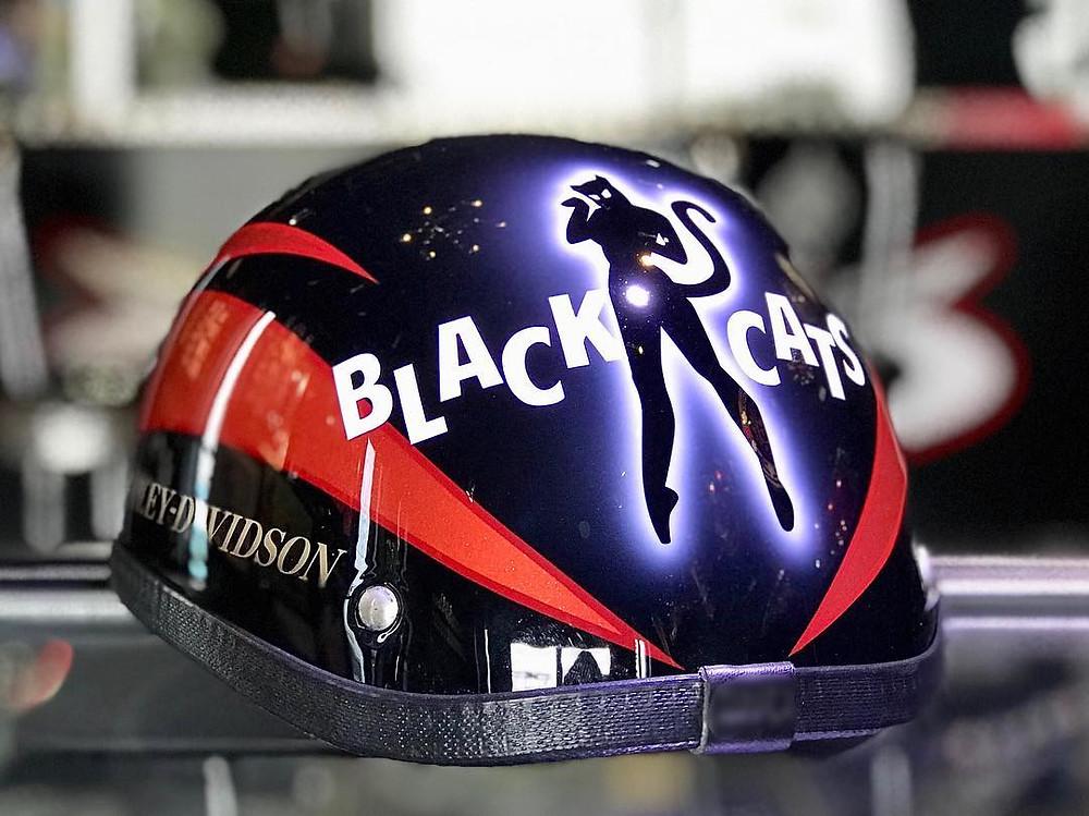 BLACK CATSのヘルメット