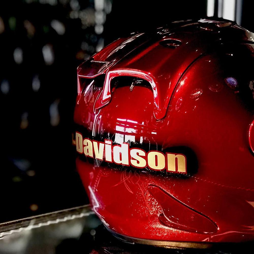 キャンディーレッドグラデーションのヘルメット