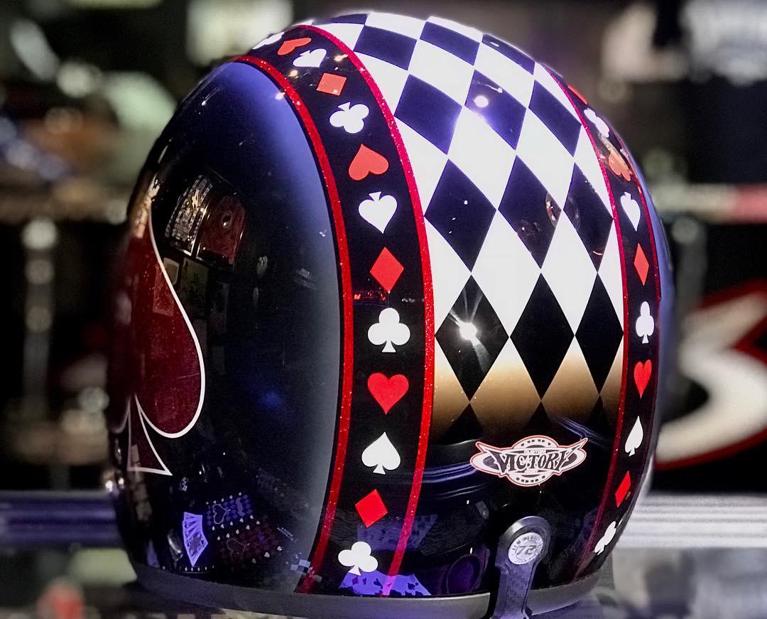 カステムペイントしたヘルメット