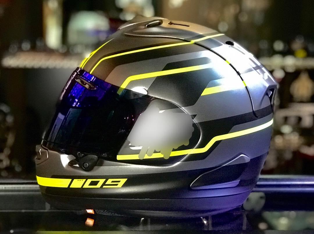 YAMAHA MT09というバイクに合わせたカスタムペイントヘルメット