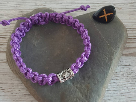 How to make a macramé bracelet