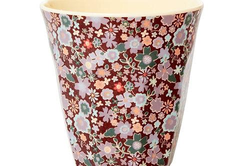 כוס מלמין טוטון פרחים קטנים רקע בורדו