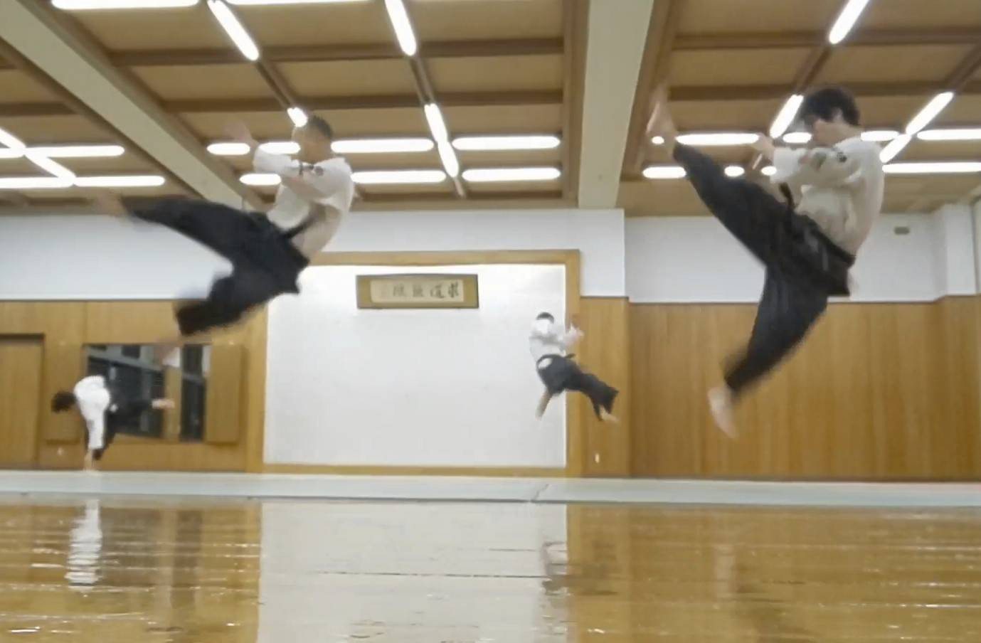 空手_二段蹴り.jpg