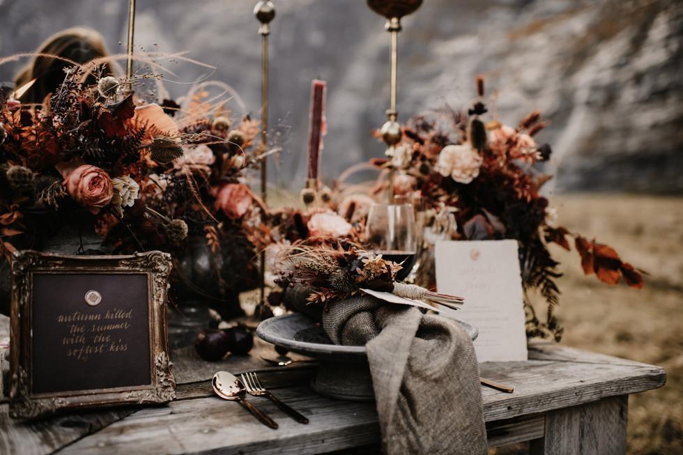 Foto: www.cramarts.ch Styling & Konzept: www.isa-belle.ch Blumen: by me Kleid und Anzug :www.hostettler-mode.ch