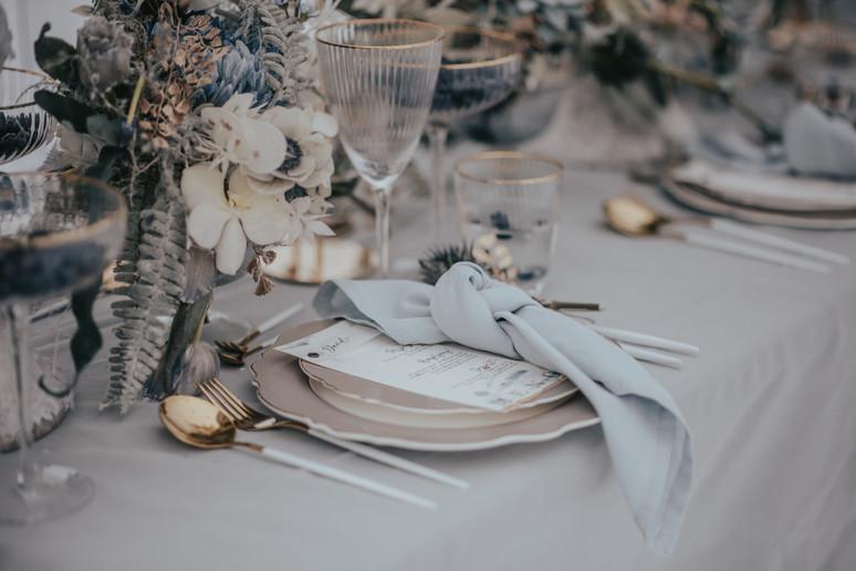 Concept & Styling: isa-belle.ch , Concept / Flowers / & Deko: by me, Photography: kuenzli-photography.com, Location: engstligenalp.ch, Cakes: jennyscakes.ch Stationary: bonheur_design, Dress & Suite: at-moda-sposa.de Furniture: vonrock.de / Bride: @enrica.sirena