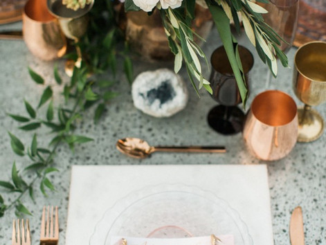 Alternative Charger Plates That Will Transform Your Wedding Place Settings