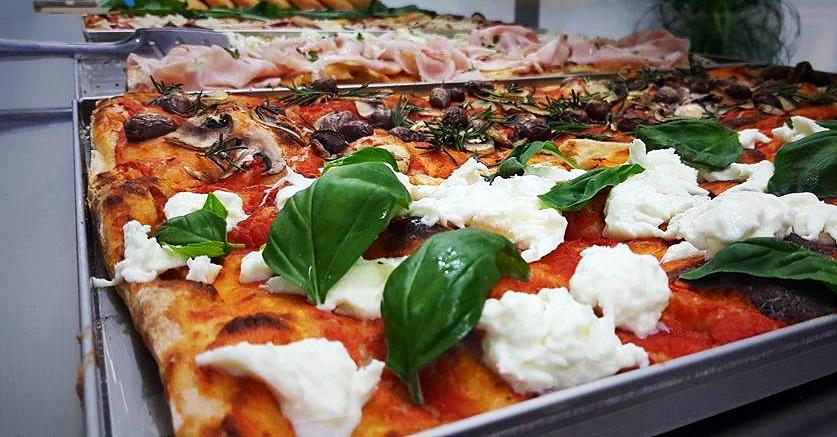 pizza in teglia_edited