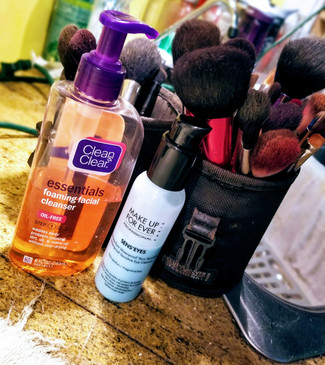 My 2 favorite products to keep my brushes HELLA CLEAN!!!