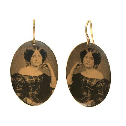 VICTORIAN LADY Oval Disc Earrings