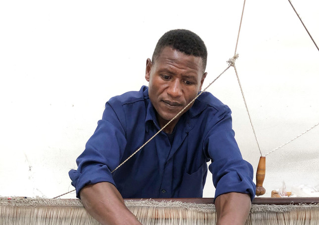 artisan-bedilu-weaver-weaving-handspun-c
